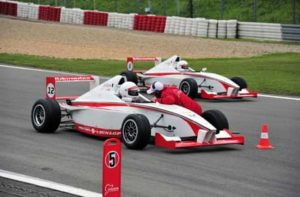 Formel Wagen selber fahren fuer Einsteiger